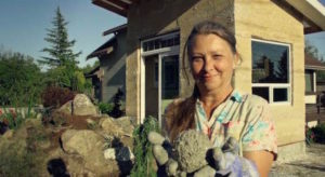 Washington State Grandmother Defies Expectations About Retirement, Builds Her Own Timy Hemp House